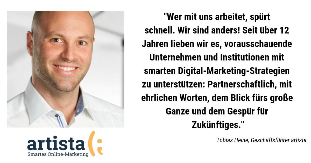 Tobias Heine, Geschäftsführer von artista Onlinemarketing aius Leverkusen erläutert die Werte seines Unternehmens
